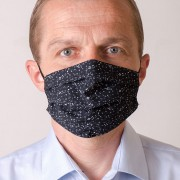 Pánská bavlněná rouška dvouvrstvá skládaná s kapsou a tvarovacím drátkem, ouška z gumičky, černá/noty