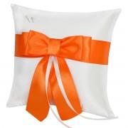 Bílý polštářek s mašlí v oranžové barvě