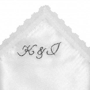 Ozdobný kapesníček se stříbrnou výšivkou